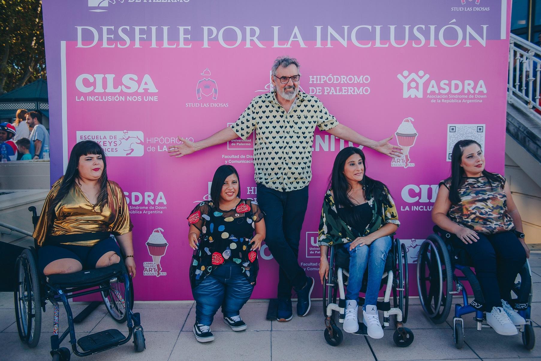 Mujeres reales en benéfico desfile por la inclusión