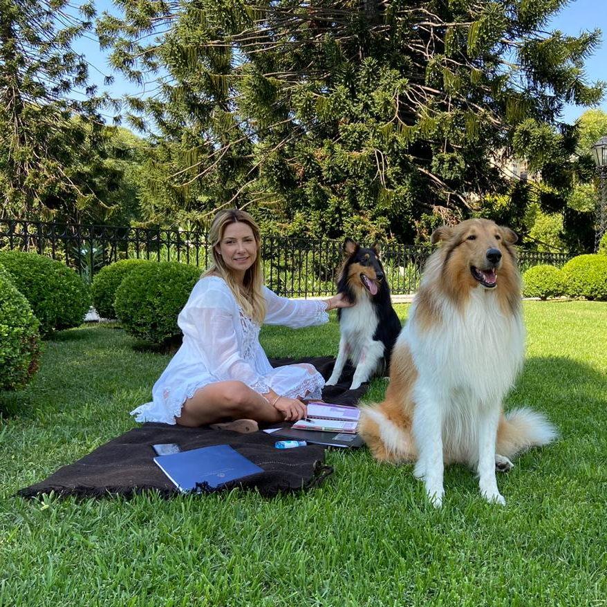 Fabiola Yáñez trabajando para todos desde casa #QuedateEnCasa