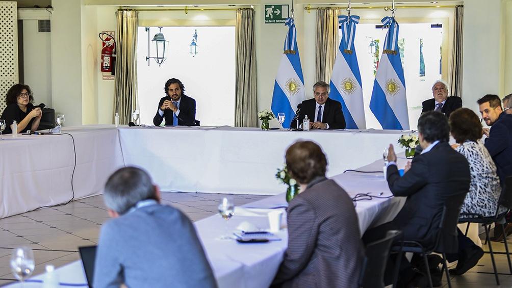 """Fernández """"crece en las encuestas"""" por la gestión de la pandemia, según The New York Times"""
