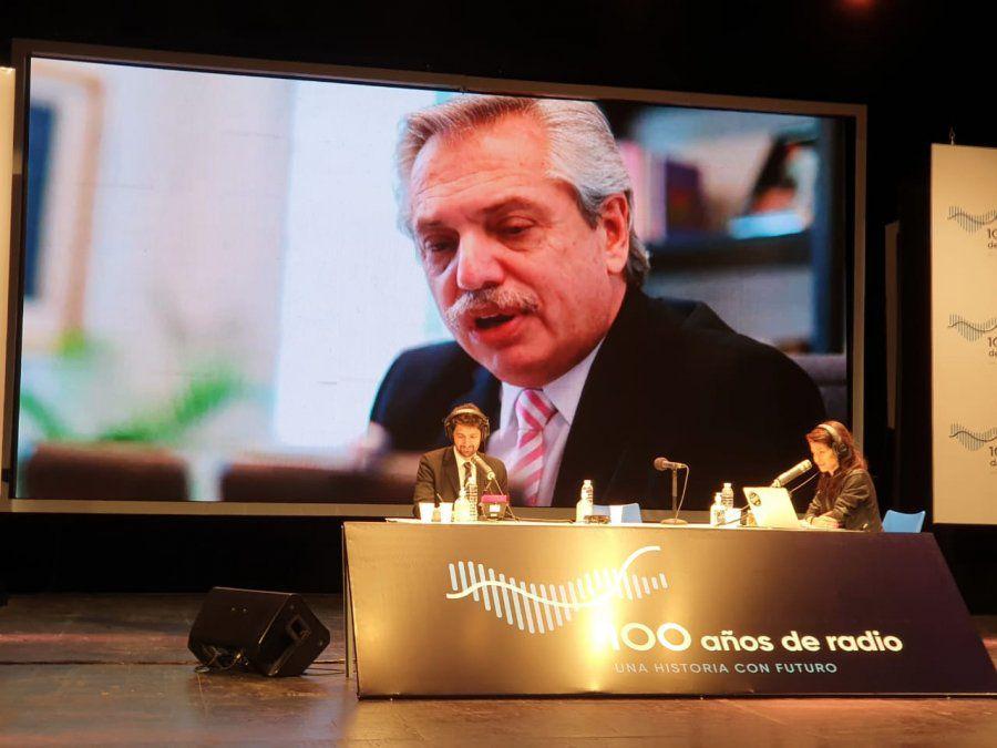 El Presidente participó del programa especial por los 100 años de la radio argentina