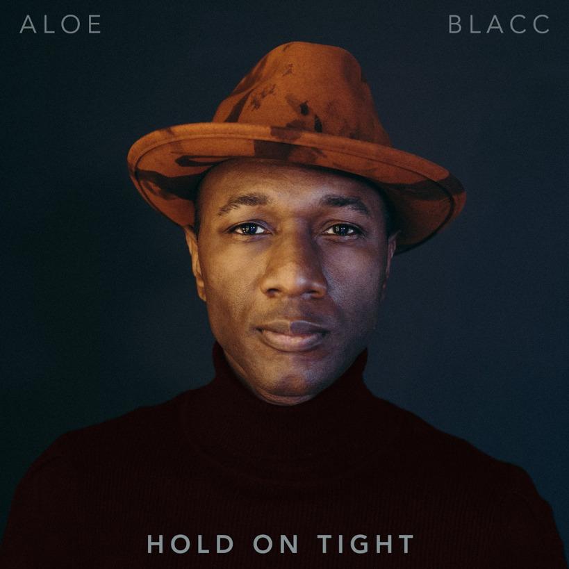 """Aloe Blacc comparte una oda a la perseverancia y unidad con """"Hold On Tight"""" adelanto de su próximo álbum"""