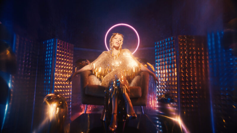 "Kylie Minogue estrenó el video de ""Magic"", adelanto de su próximo álbum ""Disco"""