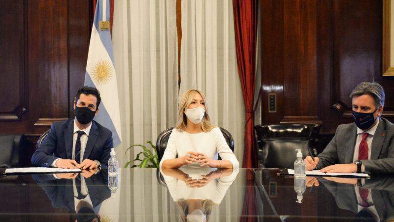 Fabiola Yañez: Donación a salas pediátricas desde la Fundación Banco Nación