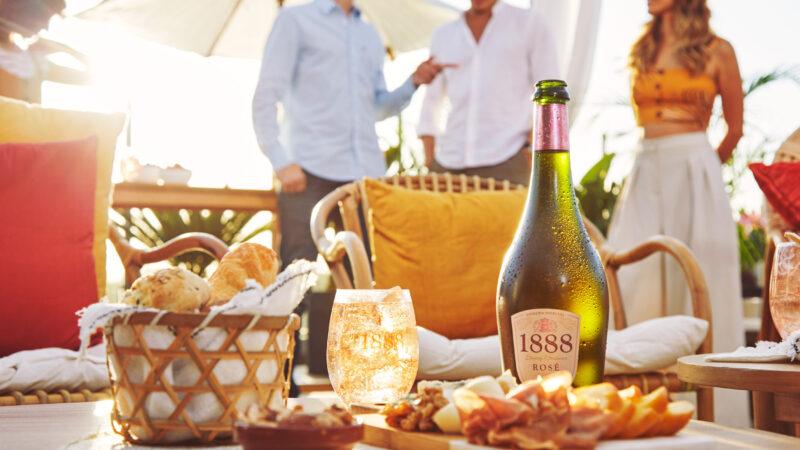 1888 Rosé: la perfecta combinación de manzanas y la frescura del hibiscus