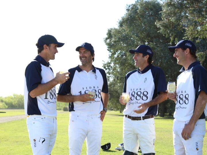 Sidra 1888 junto a La Dolfina Polo Team durante la temporada 2020