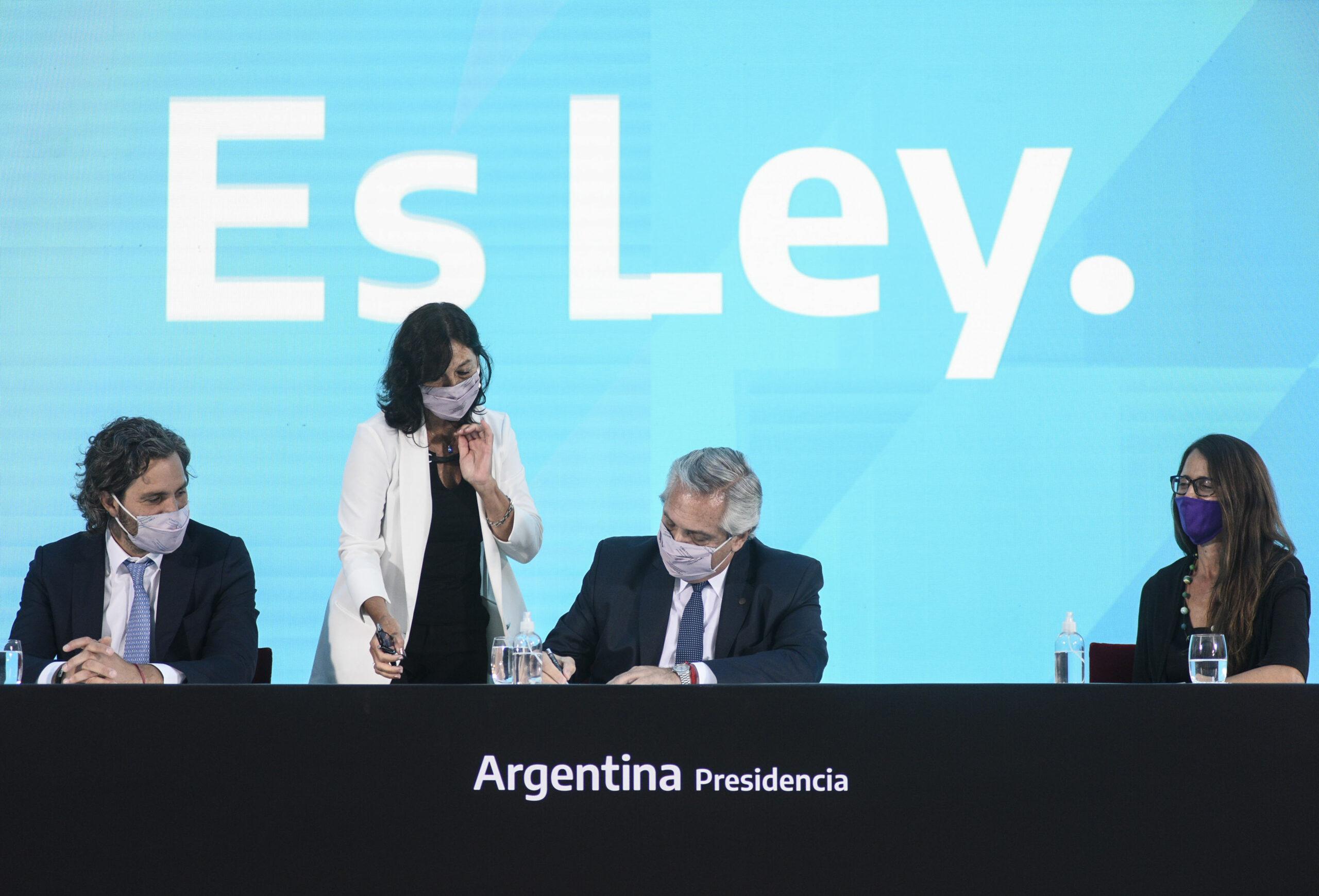 Alberto Fernández promulgó las leyes de Interrupción Voluntaria del Embarazo y del Cuidado Integral de la Salud durante el Embarazo y la Primera Infancia