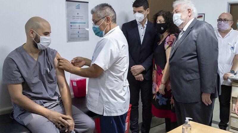 """Arrancó segunda etapa de la vacunación y Ginés dijo que el país """"se aseguró 51 millones de dosis"""""""