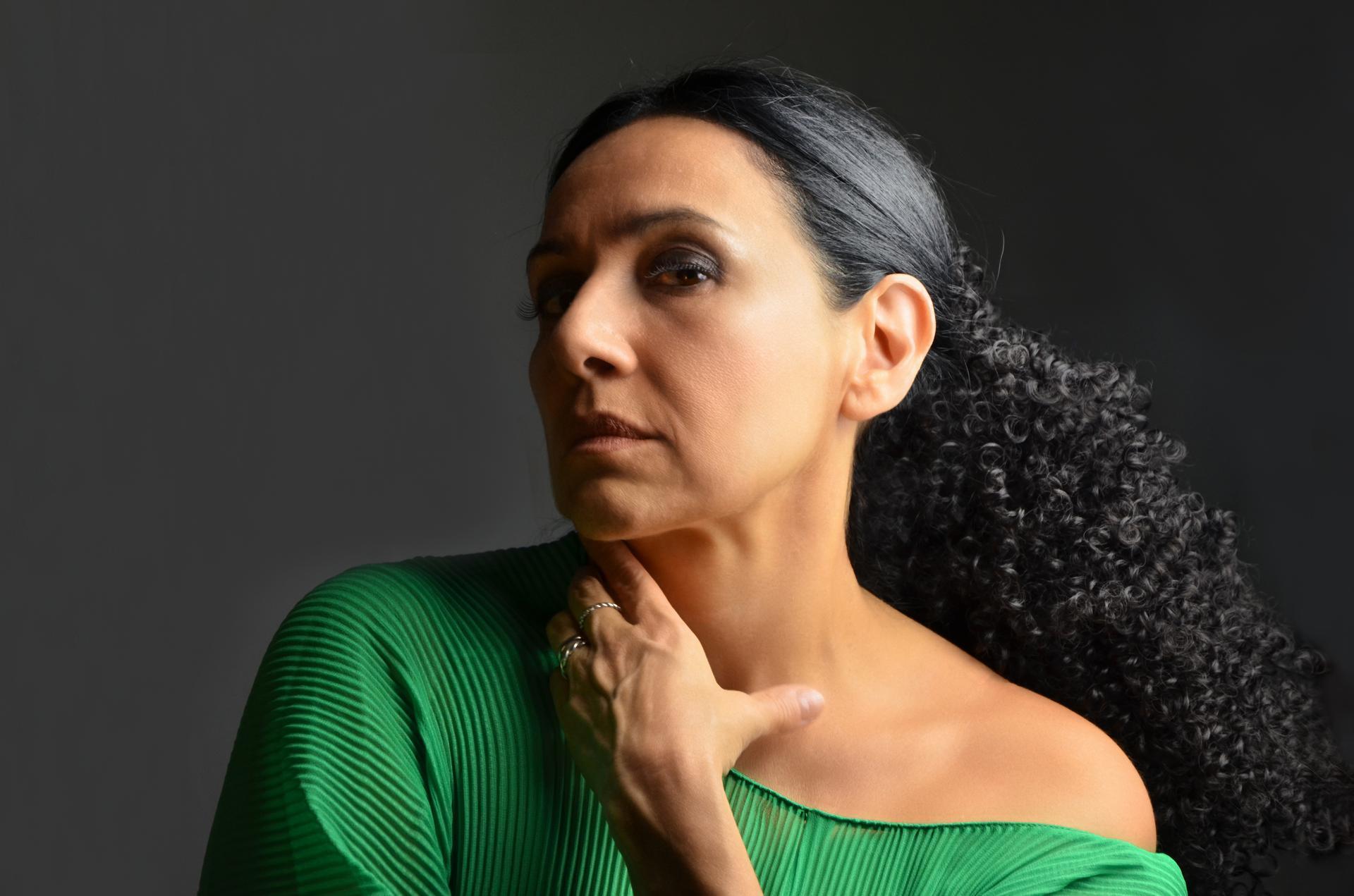 "Roxana Amed lanza su nueva canción ""Tumbleweed"""