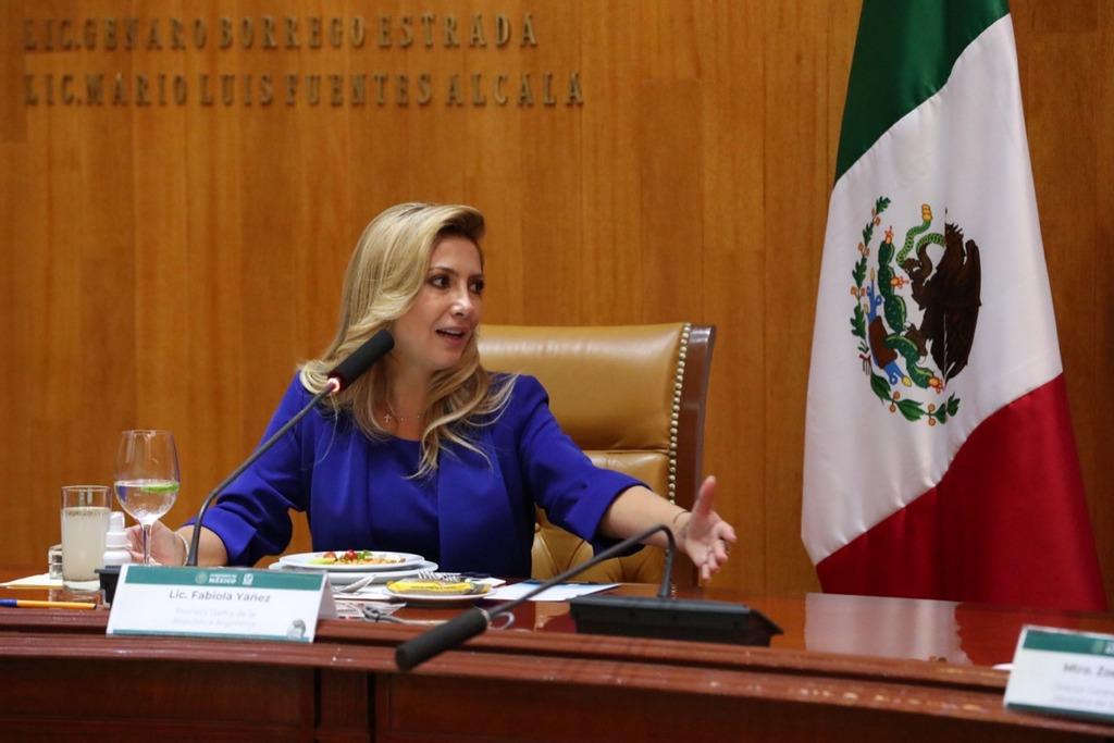 En México, Fabiola Yañez con agenda social
