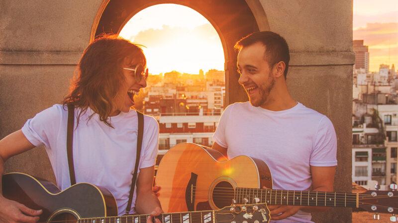 Brian y Camilo irrumpen en la escena del indie folk rock  con una fresca propuesta