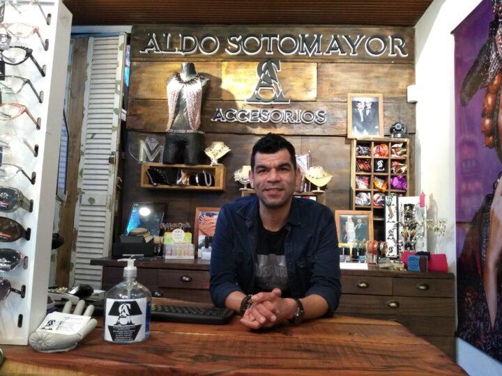 El diseñador autodidacta de accesorios Aldo Sotomayor
