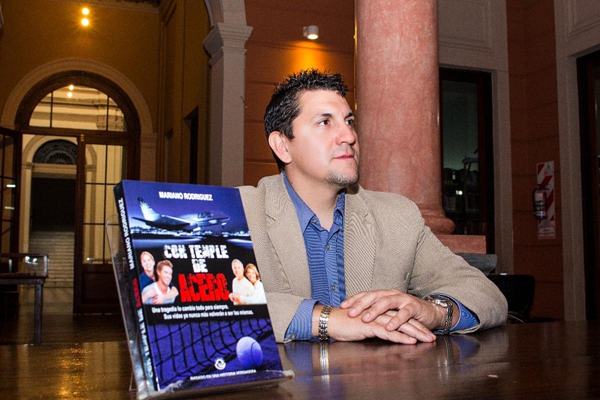 El escritor de las tragedias argentinas, presenta su última novela en Buenos Aires